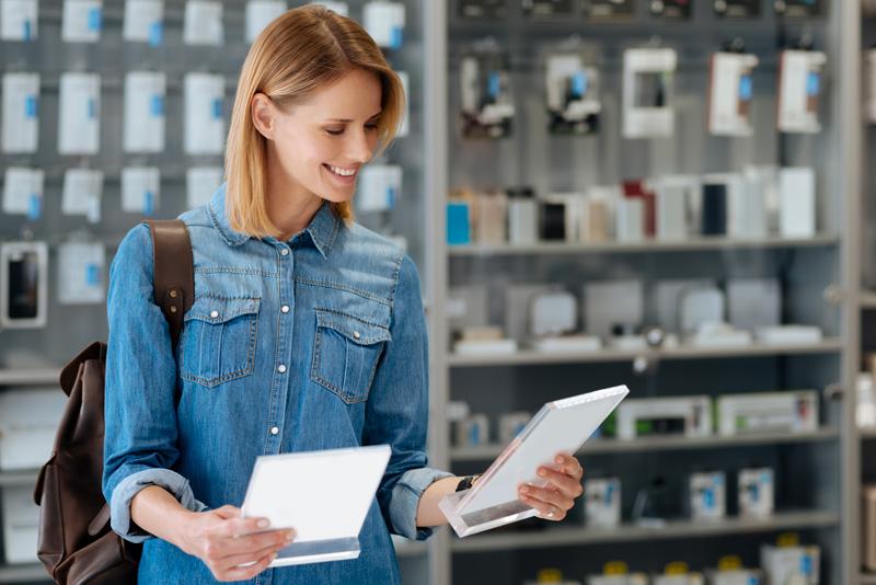 Comment le marketing produit industrialise la création et la mise à jour de ses fiches produits multilingues